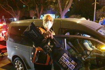 פתח תקווה: שני ילדים ננעלו בשגגה ברכב, כונן ידידים חילץ אותם במהירות ובשלום