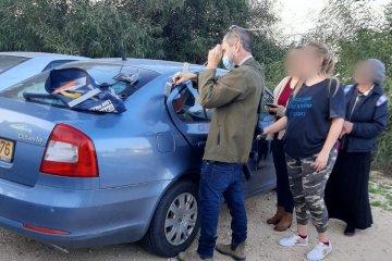 """צופים: תינוק ננעל בשגגה ברכב לעיני אמו, כונן ידידים חילץ אותו בשלום • הורים, אמצו לעצמכם """"כלל מפתח"""" ושאו את מפתח הרכב איתכם תמיד!"""