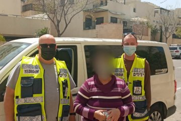 """שני ילדים ננעלו ברכב במודיעין וחולצו ע""""י מתנדבי ידידים"""