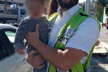 """ירושלים: פעוט כבן שנה ננעל ברכב וחולץ בשלום על ידי כונן ידידים • """"הופתעתי לראות שמדובר בבנם של קרובי משפחתי"""""""