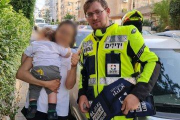 תינוק כבן שנה ננעל ברכב וחולץ בשלום על ידי מתנדב ידידים