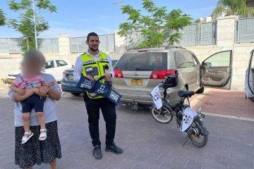 נתיבות: פעוטה כבת שנתיים נעלה עצמה ברכב בשגגה לעיני אמה וחולצה בשלום על ידי כונני ידידים