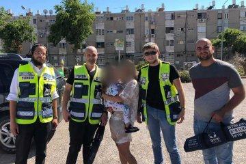 פעוטה ננעלה ברכב לעיני אמה •פעילי ״ידידים״ נחלצו לעזרתה