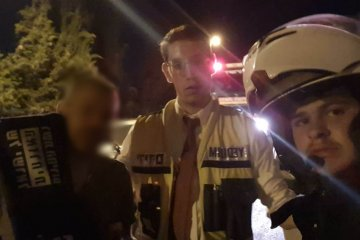 באישון לילה בירושלים: סוכן חלוקה ננעל בשגגה בחלק האחורי של רכבו המסחרי • כונני ידידים פתחו את הרכב וחילצו אותו בשלום