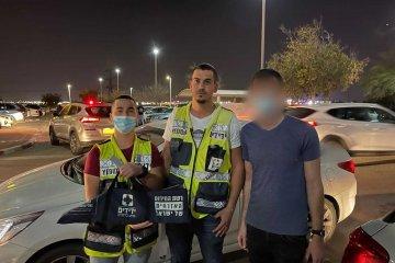 """באר שבע: פעוט ננעל בשגגה ברכב, מתנדבי ידידים חילצו אותו בשלום • בידידים קוראים להורים לאמץ """"כלל מפתח"""""""