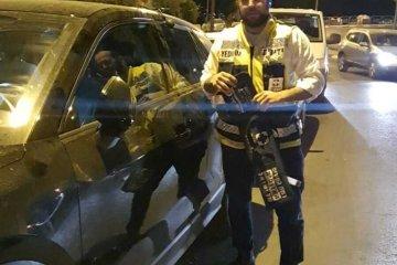"""ירושלים: תינוק ננעל בשגגה ברכב, מתנדבי ידידים חילצו אותו בשלום תוך דקות • בידידים קוראים להורים לאמץ """"כלל מפתח"""""""