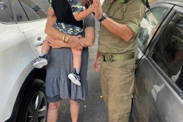 """קרית ביאליק: ילד שננעל ברכב בשגגה לעיני בני משפחתו, חולץ בשלום על־ידי מתנדב ידידים, קצין בצה""""ל, בדרכו לבסיס"""