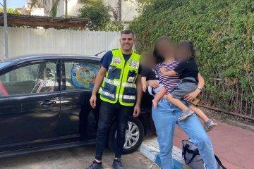 """רמת גן: שני ילדים קטנים ננעלו בשגגה ברכב, מתנדב ידידים חילץ אותם בשלום • """"האמא הודתה עם דמעות בעיניים"""" • בידידים קוראים להורים לאמץ """"כלל מפתח"""""""