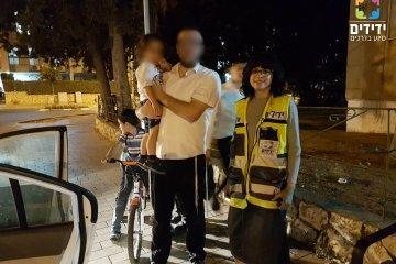 מתנדבת שלנו חילצה בשלום ילד שננעל ברכב