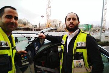 ירושלים:כונני ידידים מיכי שעיו ואליהו דרעי חילצו בשלום ילד מרכב בשכונת רמות