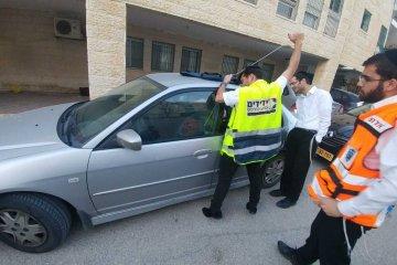 ירושלים: כונן ידידים חילץ בשלום פעוט מרכב נעול