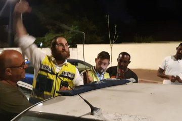 באר שבע: כונני ידידים חילצו בשלום ילד שננעל בשגגה ברכב