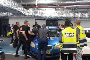 תל אביב: כונני ידידים בשיתוף לוחמי כיבוי אש חילצו בשלום ילד מרכב נעול בעיר
