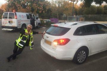 רעננה: כונני ידידים חילצו בשלום ילד מרכב נעול ברחוב רבוצקי בעיר