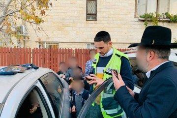 ירושלים: כונני ידידים חילצו בשלום ילדה כבת שלוש מרכב נעול בשכונת רמות