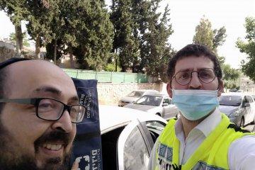 ירושלים: אב ובנו ננעלו יחד ברכב, כונני ידידים חילצו אותם במהירות