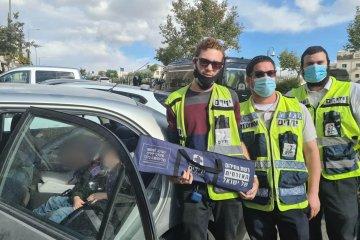 ירושלים: תינוק ננעל בשגגה ברכב, כונני ידידים חילצו אותו במהירות ובשלום