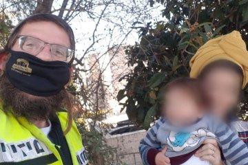 בית אל: בחניית הבית של המתנדב ננעל בשגגה תינוק ברכב • המתנדב וכונן נוסף חילצו אותו במהירות כשהוא בריא ושלם