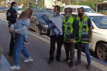 ראש העין: ילד ננעל בשגגה ברכב , כונני ידידים חילצו אותו במהירות ובשלום