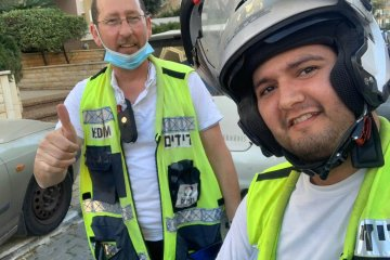 נתניה: בעקבות הפסקות חשמל במספר אזורים בעיר, מתנדבי ידידים חילצו תושבים שנלכדו במעליות
