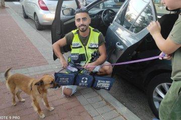 """ראשון לציון: כונני ידידים הוזעקו לחלץ כלב שננעל לבדו ברכב בשגגה • """"רק לפני חודשיים אימצו אותו"""" • הכלב חולץ במהירות ובשלום"""
