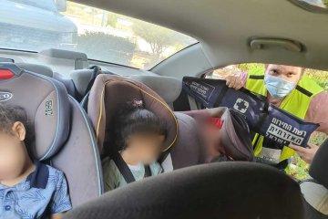 """נס ציונה: באמצע ארוחת צוהריים בעבודה, מתנדב ידידים יצא וחילץ שלושה ילדים שננעלו בשגגה ברכב • """"המוקדן בני הקפיץ אותי, תוך 3 דקות הילדים היו בחוץ"""" • בידידים קוראים להורים לאמץ """"כלל מפתח"""""""