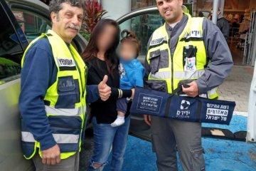 מודיעין: פעוט שננעל ברכב בשגגה לעיני אימו חולץ בשלום על ידי כונני ידידים