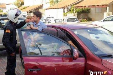 ילד ננעל ברכב וחולץ במהירות על ידי מתנדב ידידים