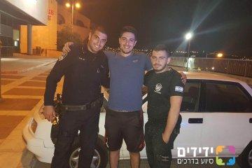 ניצחו הראלים את המצוקים- שוטרי משטרת הראל מסייעים לאדם במצוקה