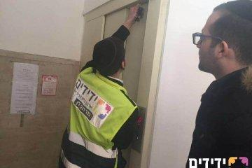"""ב""""ב: מס' קריאות על אנשים שנתקעו במעלית"""