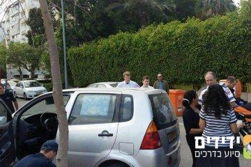 תל אביב: ילד ננעל ברכב וחולץ בשלום
